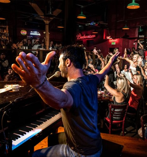 Dueling Piano Bar In Downtown San Diego